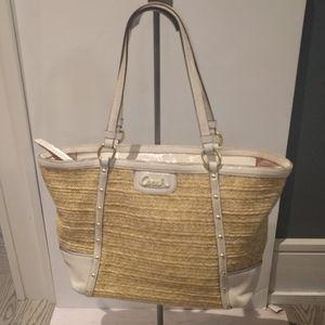 ,🍀🌺 Beautiful bag by Coach🍀🍀🍀🌸